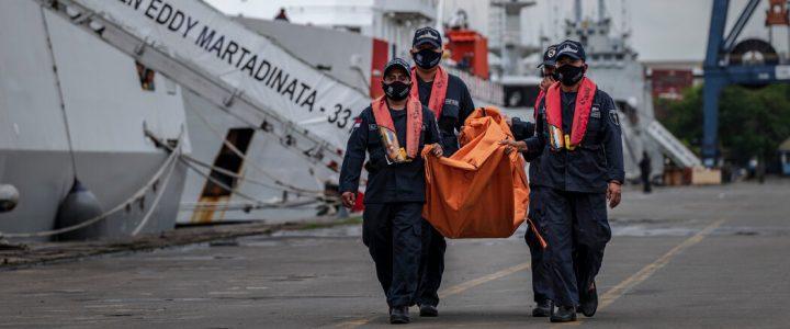 کارشناسان می گویند وقفه همه گیر بوئینگ هواپیما عامل احتمالی سقوط است