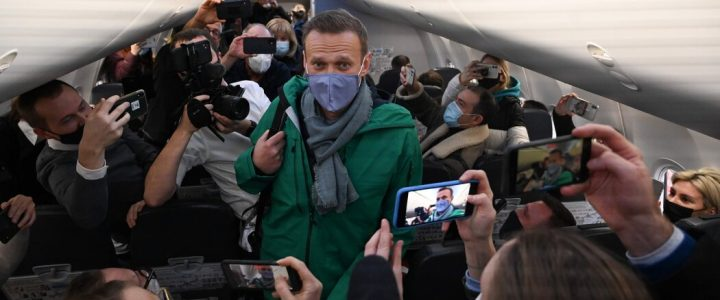 ناوالنی به مسکو بازگشت و در بدو ورود بازداشت شد