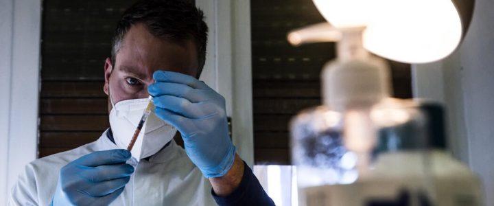 ایتالیا گفته است که از Pfizer به دلیل تأخیر در تحویل واکسن شکایت خواهد کرد.