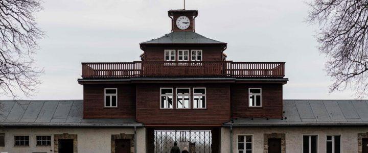 بنای یادبود بوشنوالد آلمان از بازدیدکنندگان می خواهد که به قبور احترام بگذارند