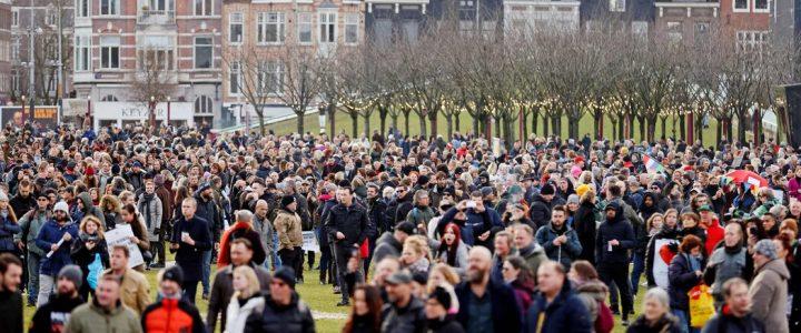 پلیس هلند با معترضانی که اقدامات انسداد را محکوم می کنند روبرو است